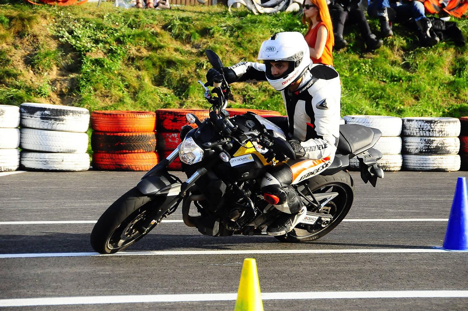 Pozycja na motocyklu porady motopomocni