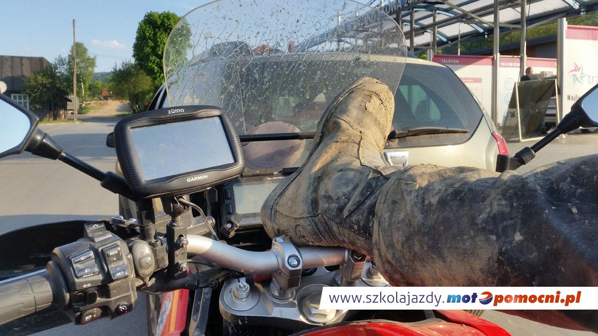 szkolenie_motocyklowe_offroad_bieszczady_motopomocni_bloto