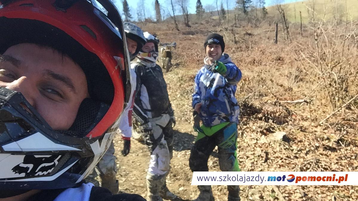 szkolenie_motocyklowe_offroad_bieszczady_motopomocni_grupa