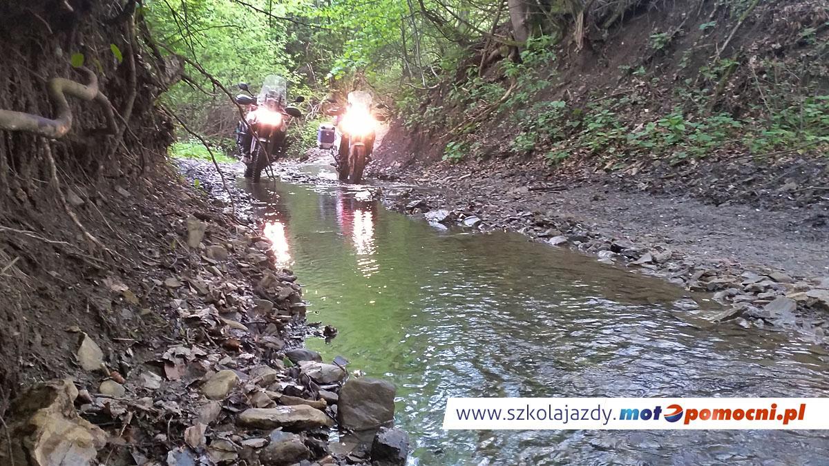 szkolenie_motocyklowe_offroad_bieszczady_motopomocni_woda