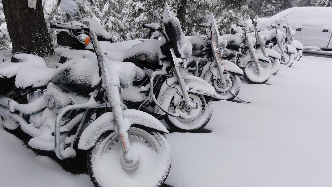 motocykl zimą