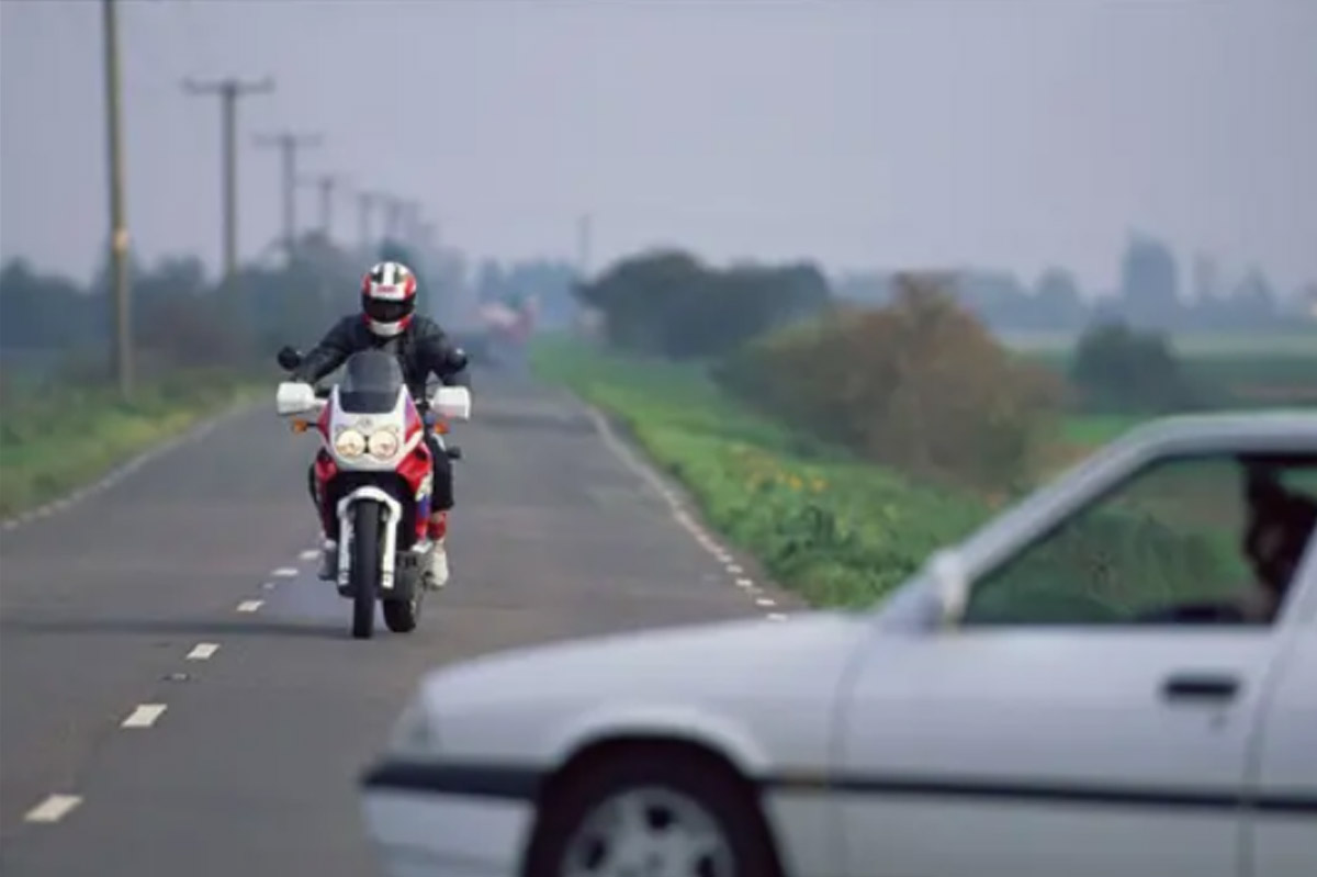 hamowanie_motocyklem_motopomocni